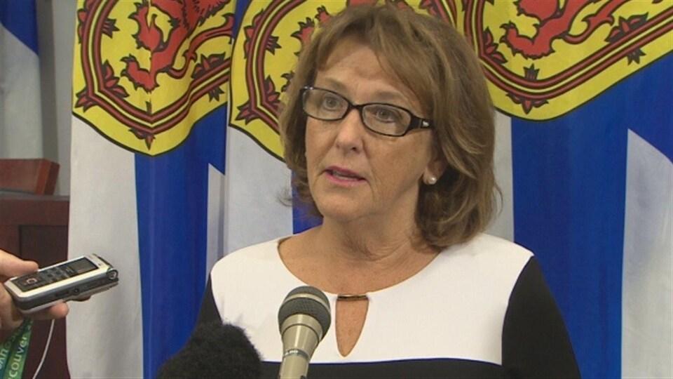 La ministre des Finances de la Nouvelle-Écosse, Karen Casey.