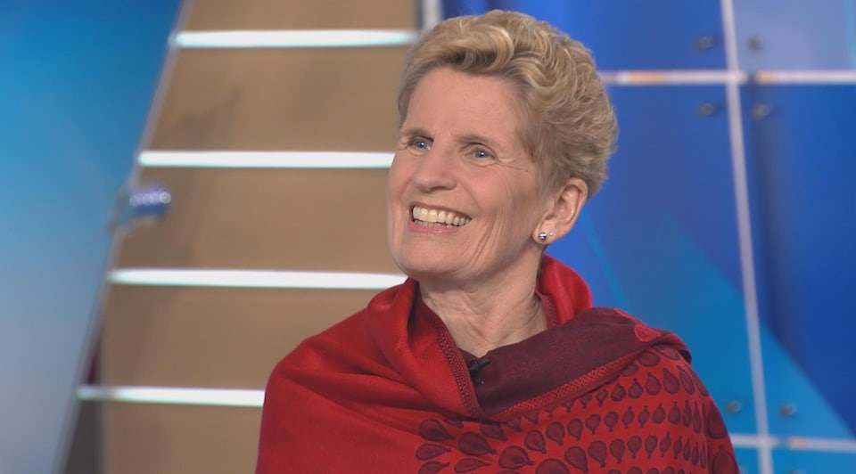 Kathleen Wynne sur un plateau de télévision.