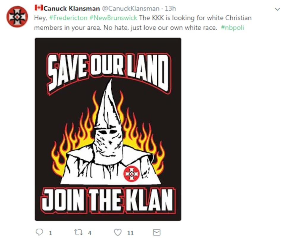 La publication Twitter avec une illustration où on peut voir un membre du Ku Klux Klan avec sa cagoule blanche.