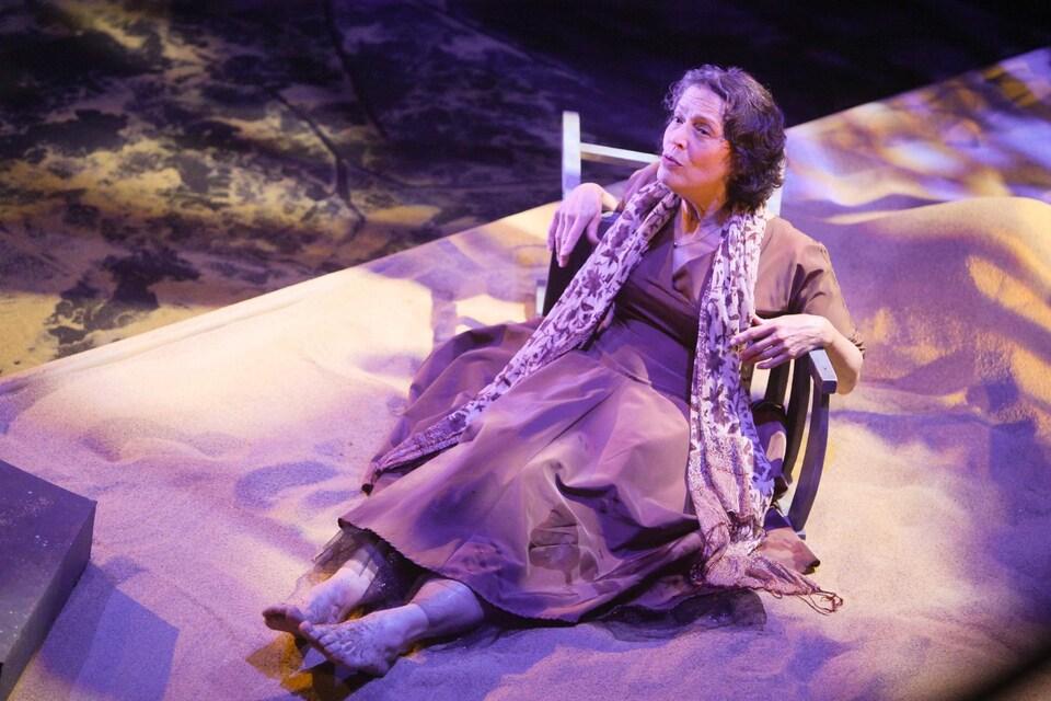 La comédienne Holly Turner tient le rôle titre de la production La peau d'Élisa