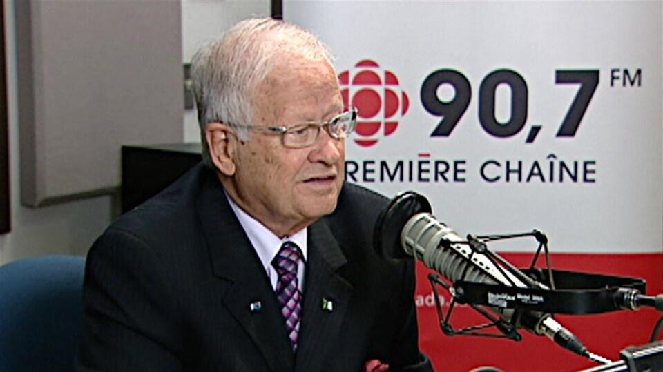 Jean-Marc Lalonde au microphone de Radio-Canada
