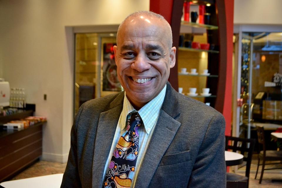 Larry Rousseau photographié dans un café. (Archives)
