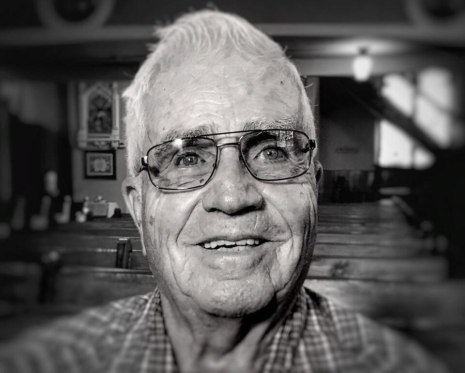 Larry Vaudrin est né en 1930 au Minnesota, mais ses deux arrière-grands-pères sont venus de Trois-Rivières et de la région de Montréal pour s'établir aux États-Unis à la fin du 19e siècle.