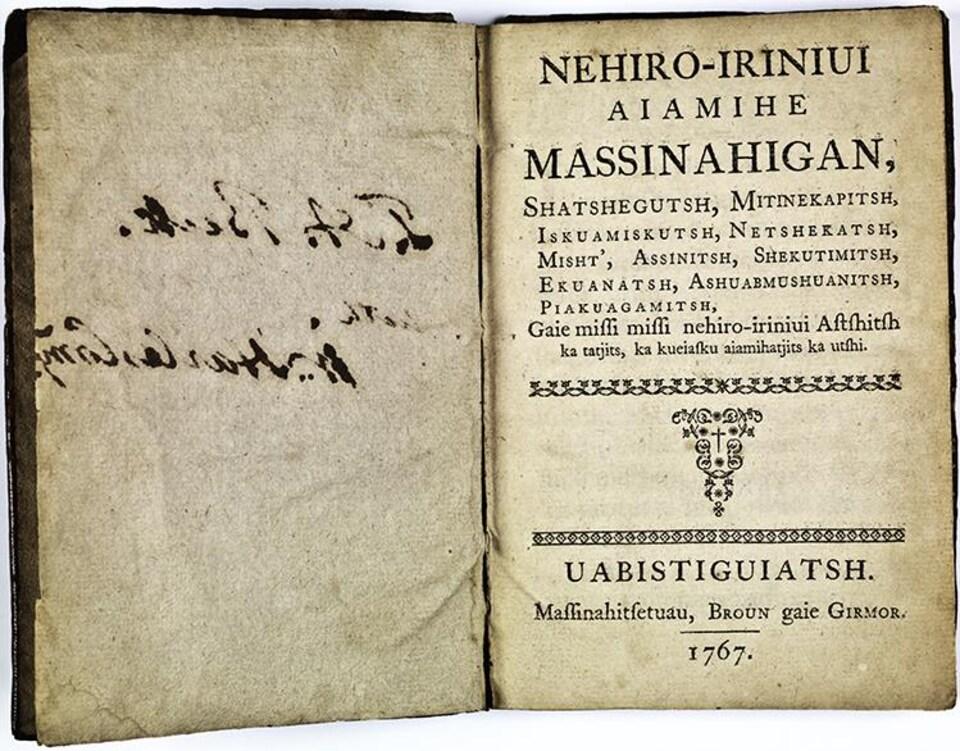 Un livre en langue autochtone.