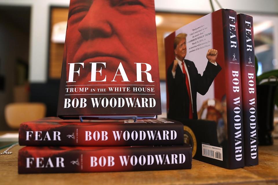 Vue rapprochée d'exemplaires du livre «Fear», sur lesquels on voit le président Trump.