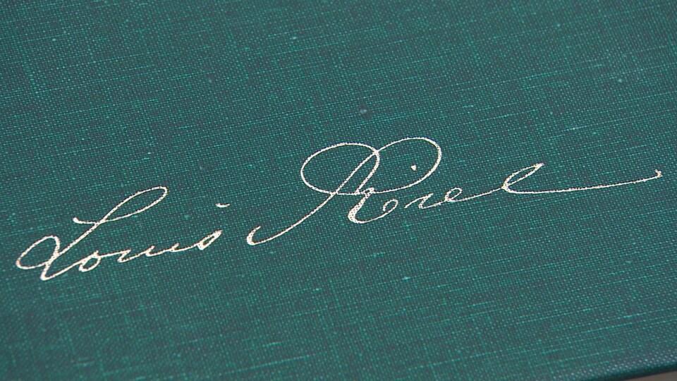 Livre des écrits de Louis Riel : sur la couverture, la signature du chef métis
