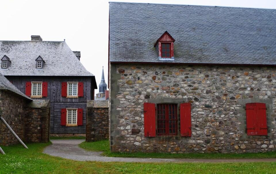 Maisons en pierre du 18e siècle à Louisbourg en Nouvelle-Écosse.