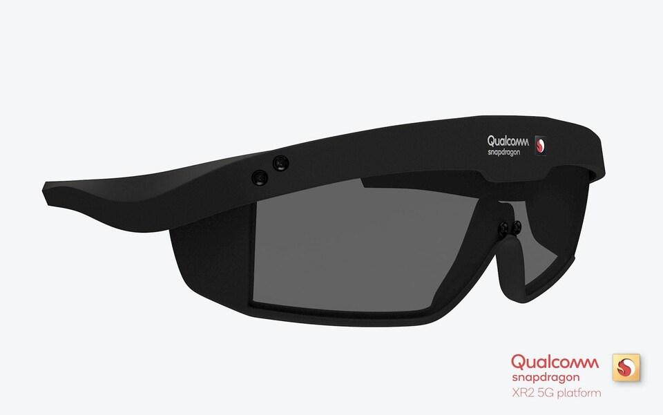 Une modélisation 3D de lunettes que pourrait construire Qualcomm. Elles ressemblent à des lunettes de soleil de sport, avec une monture plus épaisse.