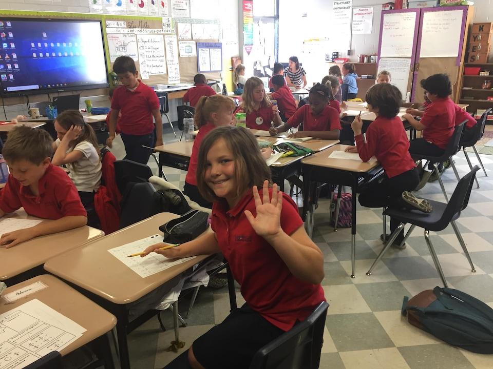 Les enfants travaillent en classe.