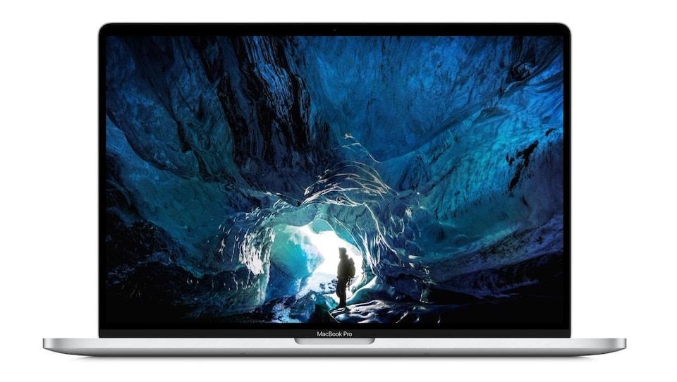 Un MacBook Pro vu de face.