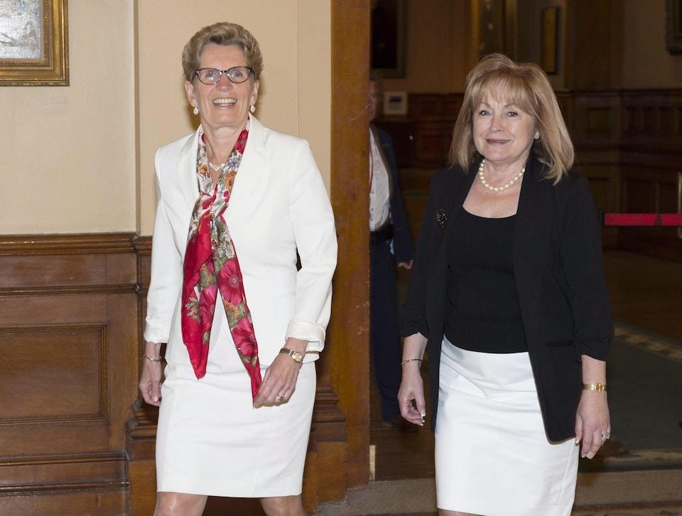 Kathleen Wynne et Madeleine Meilleur