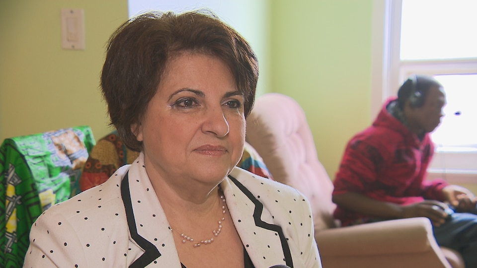 La directrice de l'organisme Accueil et Intégration Bas-Saint-Laurent, Mahnaz Fozi