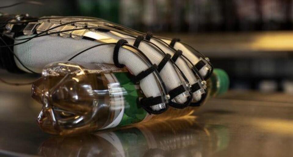 Un gant DextrES