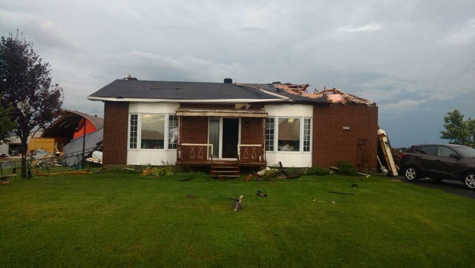 Une maison touchée par la tornade à Lachute.
