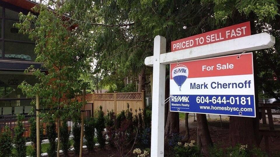 Cette maison de West Vancouver est à prix réduit pour être vendue rapidement.
