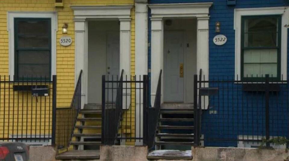 Deux maisons anciennes côte à côte à Halifax