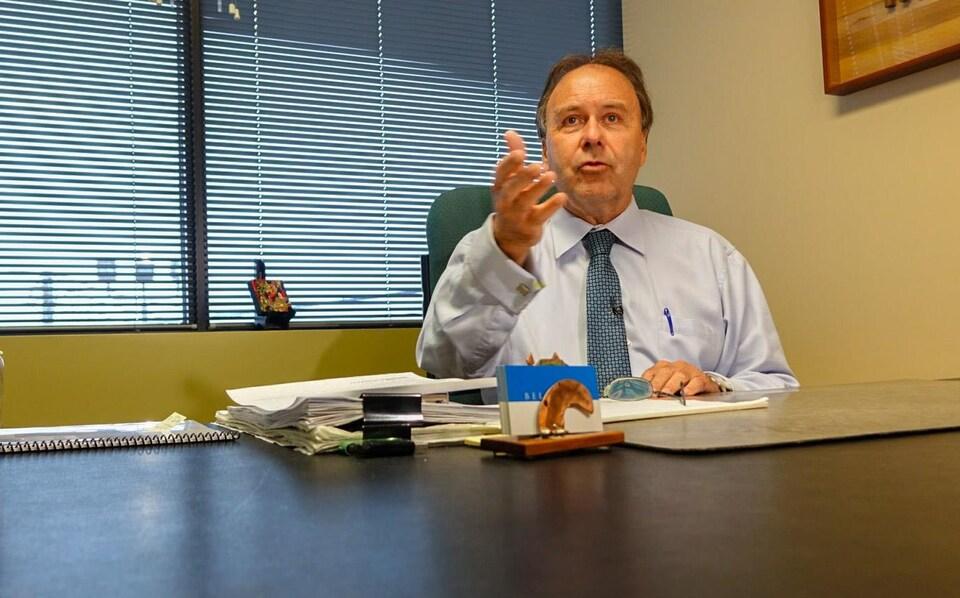Marc Bellemare lors d'une entrevue dans son bureau.