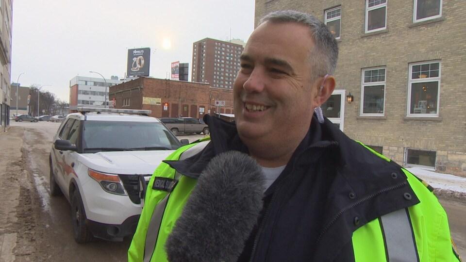 Marc Savard, est ambulancier à la Ville de Winnipeg.