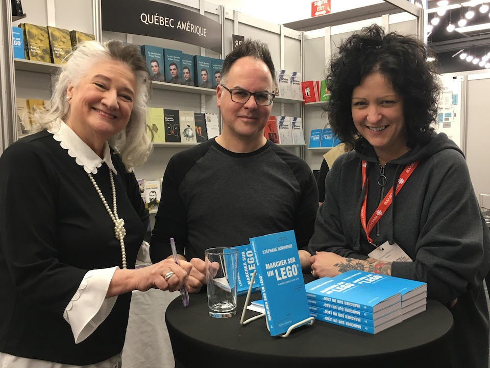 Les auteurs Marie Laberge, Stéphane Dompierre et Véronique Marcotte accueillent leurs lecteurs.