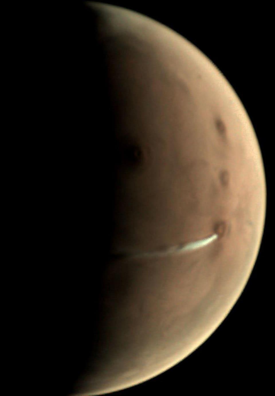 Un nuage allongé à la surface de Mars.