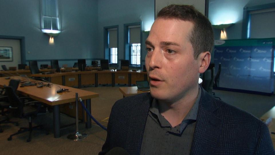 Mathieu Fleury en entrevue dans l'hôtel de ville d'Ottawa.