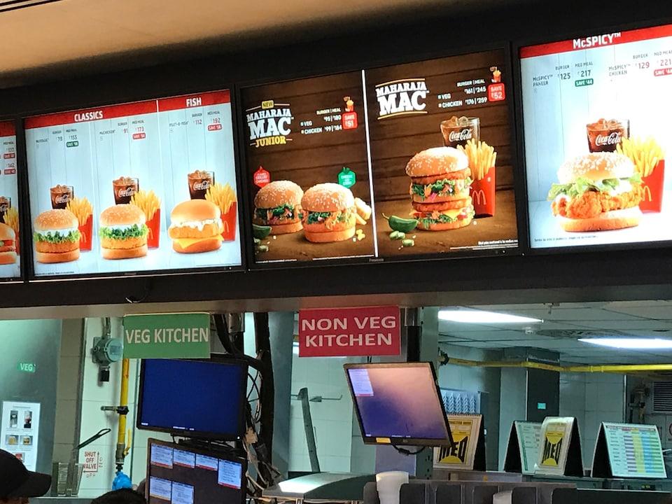 Des grandes chaînes de restauration rapide ont aussi banni le boeuf de leur menu pour ne pas froisser les hindous. C'est le cas de McDonald's, qui a remplacé son célèbre Big Mac par le Maharaja Mac, au poulet.