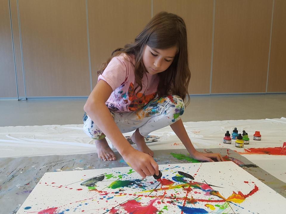 La jeune peintre Mégane Fortin en action