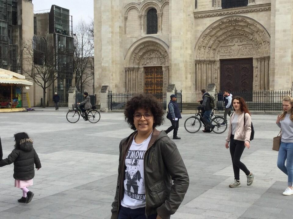 Mehdi Hmoudane devant la cathédrale