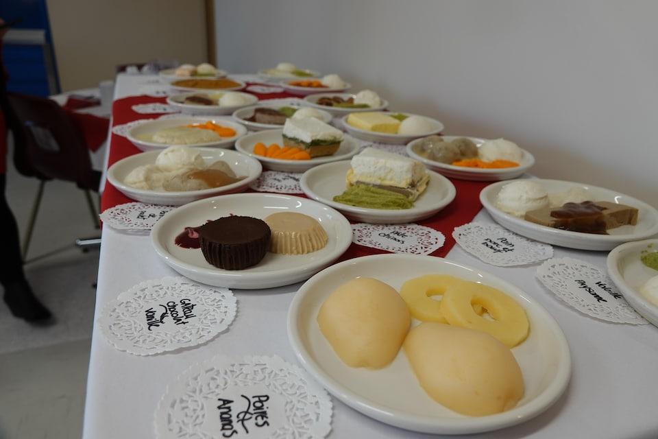 Une quinzaine d'exemples de «mets texturés» offerts par le CISSS de l'Outaouais, notamment une escalope de porc, des boulettes à la suédoise et du rôti de boeuf.