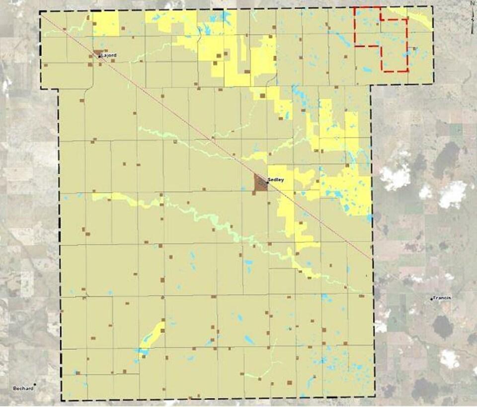 Une carte géographique indique le village Sedley et les terres sur lesquelles le projet de mine sera développé.