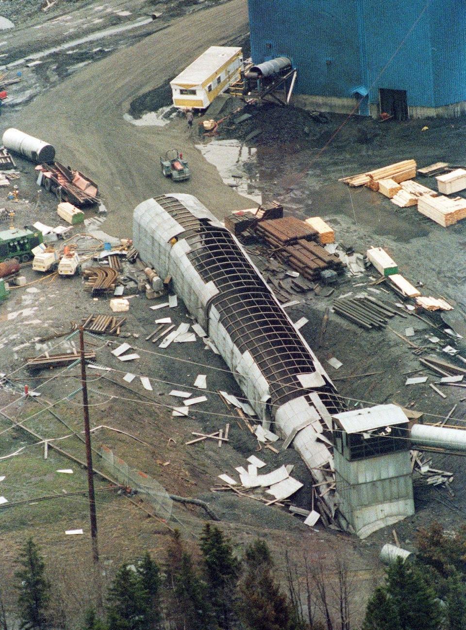 Une vue aérienne de la mine Westray, le 11 mai 1992. Deux jours plus tôt, une immense boule de feu a parcouru les tunnels de la mine et tué 26 mineurs.