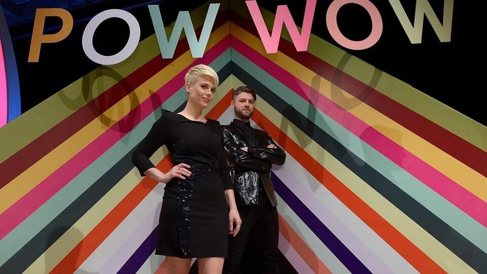 Claudine Prévost et Pierre Lapointe ont animé l'émission de variétés à saveur musicale Stéréo pop sur ICI Radio-Canada Télé. Le divertissement télé avait d'abord été intitulé <i>Pow wow</i>.
