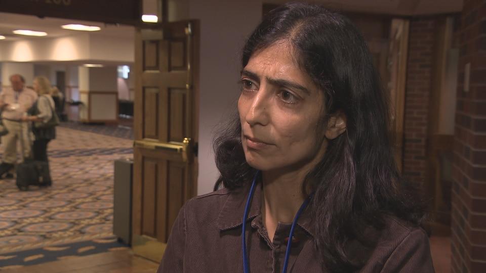 La psychiatre Mona Gupta estime que le Canada peut en apprendre beaucoup de l'expérience d'autres pays en la matière.