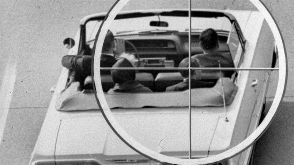 Reconstitution, par la commission Warren, de la vue qu'aurait eue l'assassin du président Kennedy, à travers une lunette téléscopique, à partir du 6e étage du Texas School Book Depository Building.