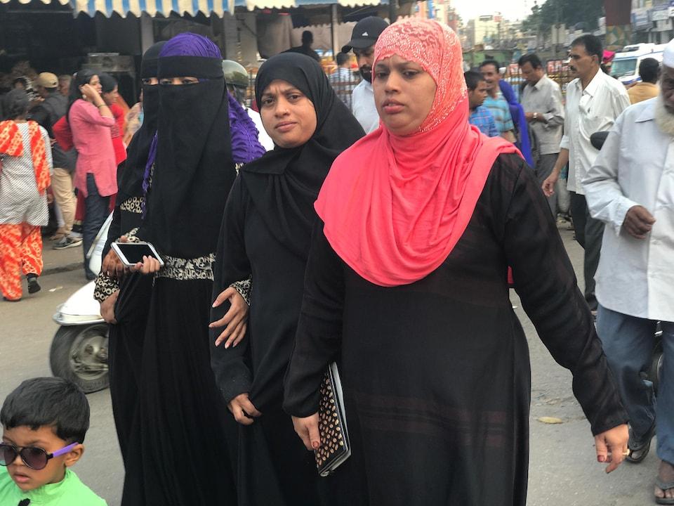 Des femmes musulmanes au marché de Bangalore