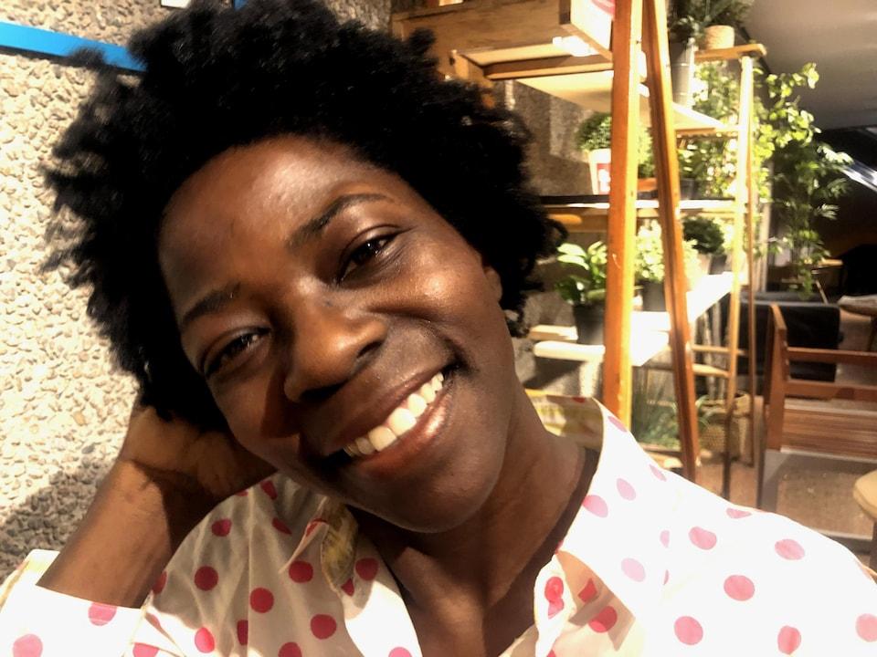 Judith Dorvil est nappy depuis presque 10 ans. Un retour au cheveu naturel qu'elle a fait radicalement quand sa fille lui a demandé d'avoir les mêmes cheveux lisses qu'elle.