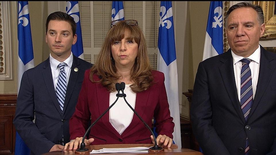 Les caquistes Simon Jolin-Barrette, Nathalie Roy et François Legault.
