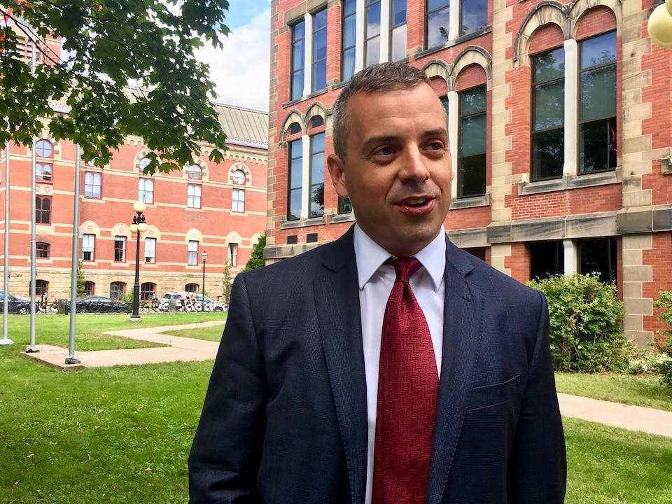 L'avocat, qui a un bureau à Toronto mais est originaire du Nouveau-Brunswick, en entrevue.