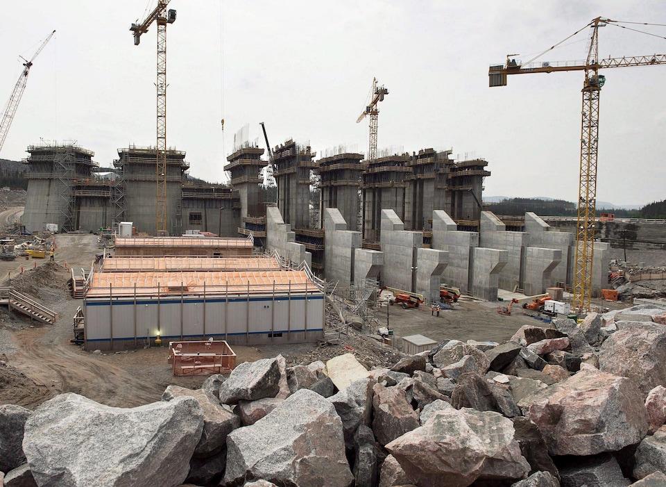 La construction du barrage de Muskrat Falls a coûté beaucoup plus cher que prévu.