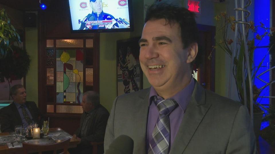 Nicolas Martel affiche un large sourire en entrevue à Radio-Canada.