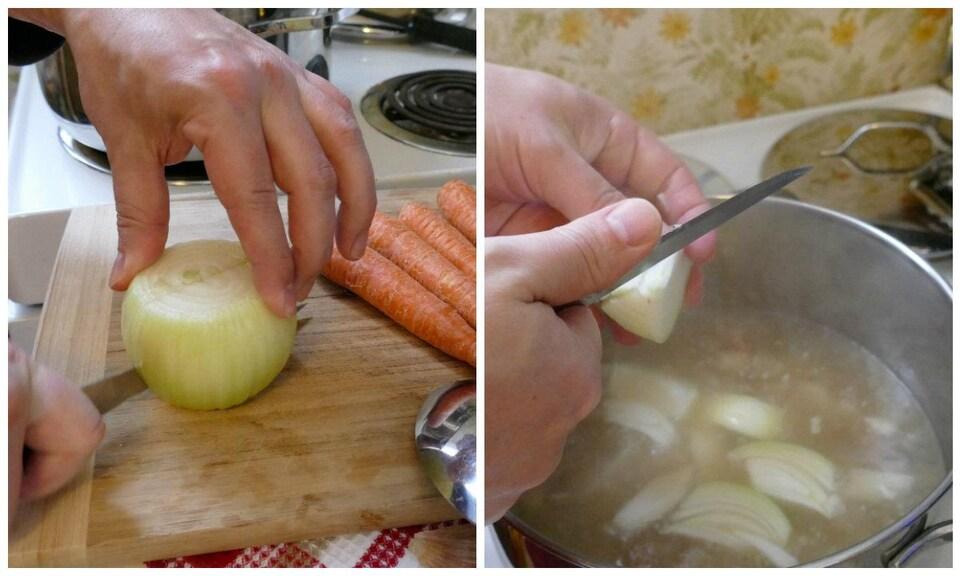 Une main coupe en deux un oignon et à gauche, deux mains coupent l'oignon en morceaux au-dessus  du chaudron de bouillon.