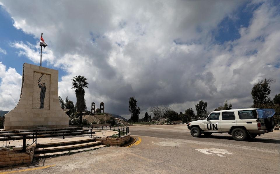 Un véhicule de l'ONU à Quneitra sur le plateau du Golan occupé par Israël.