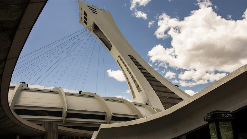 À l'intérieur du Parc olympique de Montréal