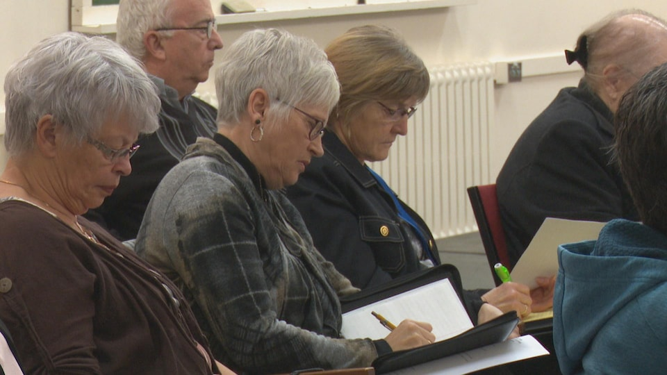 Les paroissiens d'Edmundston ont écouté attentivement la conférence de monseigneur Bertrand Blanchet.