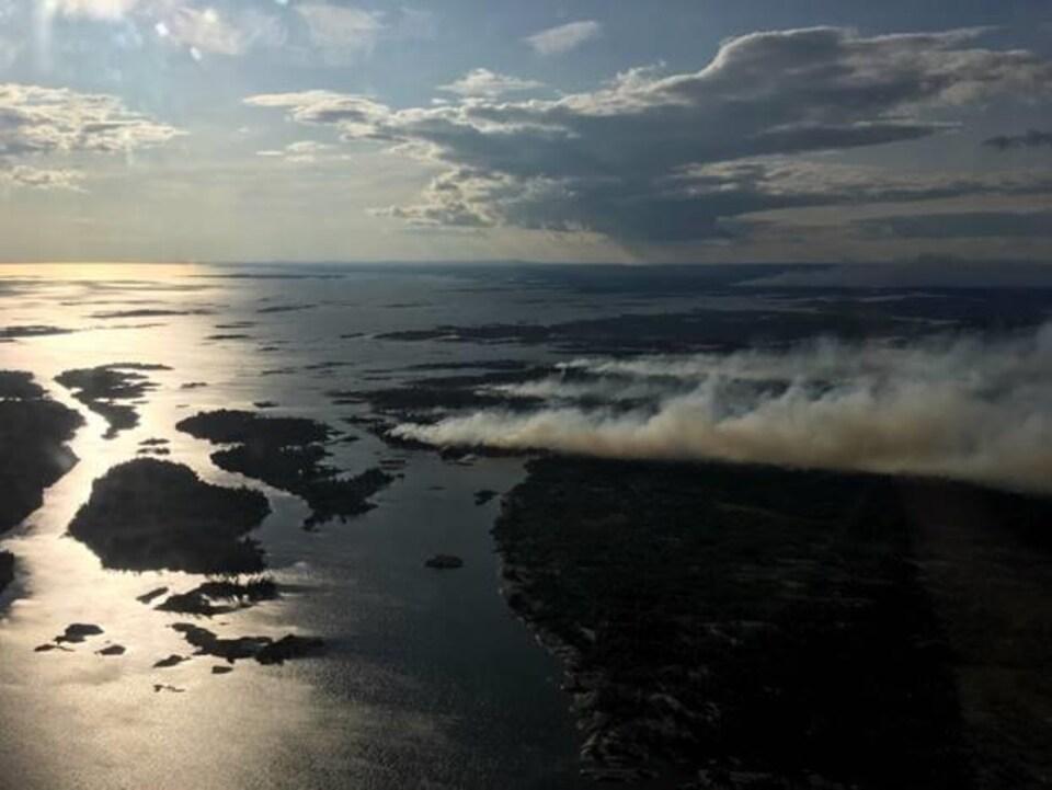 Vue aérienne du feu Parry Sound 33 dans le Nord ontarien.