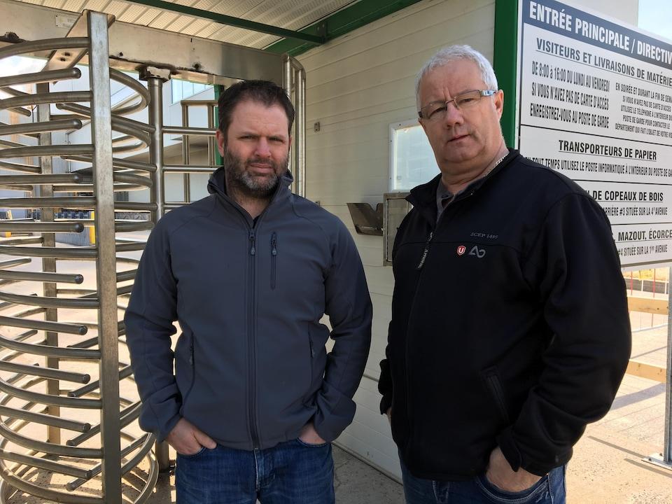 Pascal Cloutier et Daniel Leblond, présidents des syndicats des usines Produits forestiers Résolu de Dolbeau-Mistassini