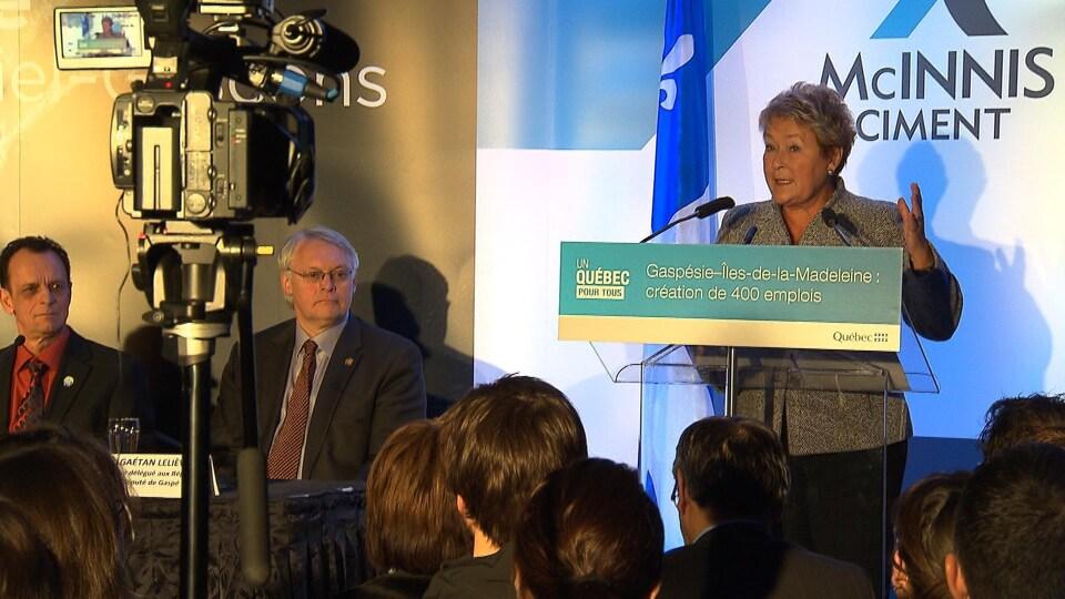 Pauline Marois annonce la construction d'une cimenterie à Port-Daniel le 31 janvier 2014.