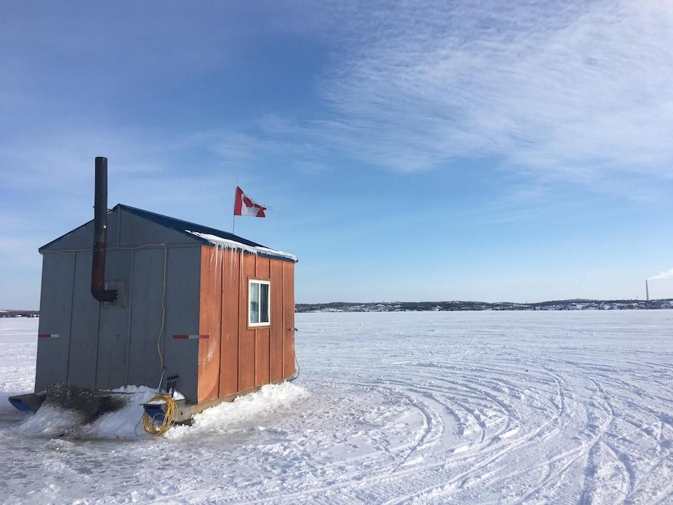 Une cabane à pêche sur le lac Whitewater dans le quartier Azilda du Grand Sudbury