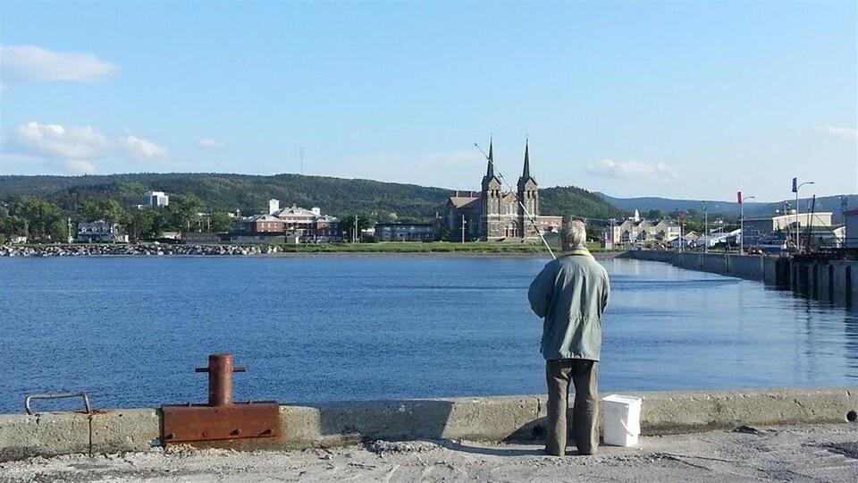 Pêche à la morue sur le quai de Sainte-Anne-des-Monts