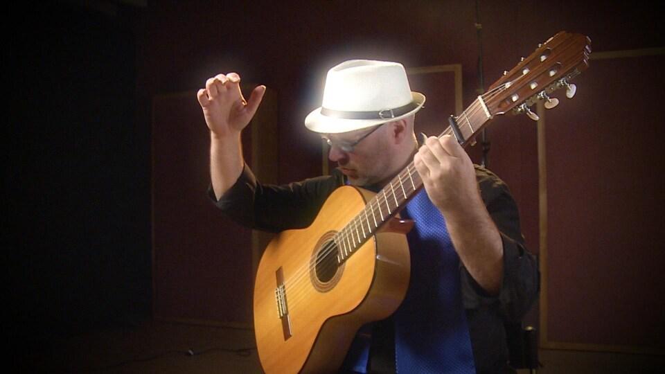 Le manitobain Philippe Meunier, guitariste de flamenco